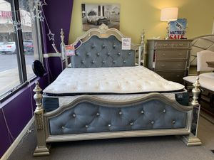AMAZING SILVER GREY VELVET QUEEN BEDROOM SET WITH EVERYTHING INCLUDED!!! EASY FINANCE WITH NO CREDIT CHECK!!! for Sale in Raleigh, NC