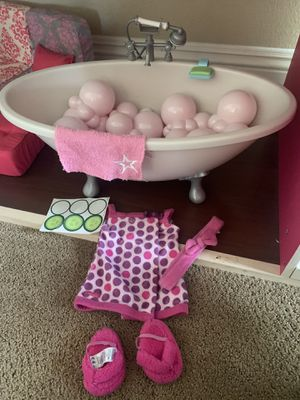 American girl bathtub with matching bath outfit for Sale in San Diego, CA