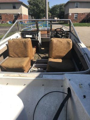 16ft Crestliner 550 trihull fishing boat for Sale in West Carrollton, OH