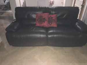 Leather couch and table for Sale in Hialeah, FL