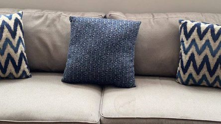 Grey Couch & Love Seat w/ Pillows for Sale in Chicago,  IL