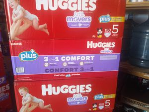 HUGGIES LITTLE MOVERS BIG BOXES SIZE #5 for Sale in Las Vegas, NV