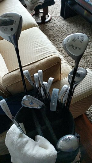 Titleist Golf Set (Bag, clubs, balls and glove) for Sale in San Francisco, CA