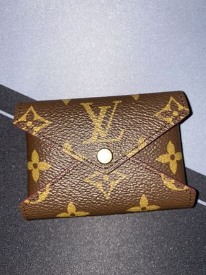 NEW Louise vuitton Kirigami pochette (small size). for Sale in Los Angeles, CA