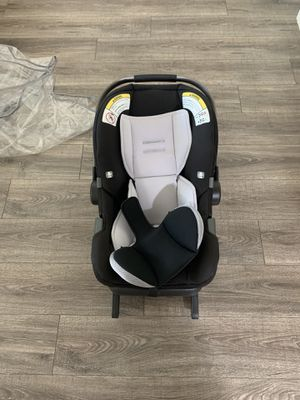 Nuna car seat with base for Sale in Los Angeles, CA