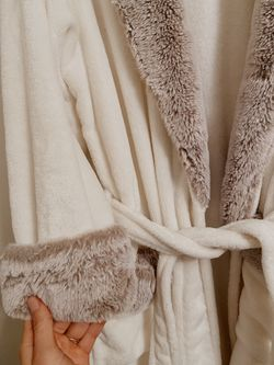 White fluffy Robe for Sale in Portland,  OR