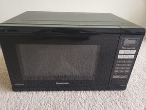 Panasonic - 1.2 Cu. Ft. Microwave with Sensor Cooking - Black for Sale in Chicago, IL