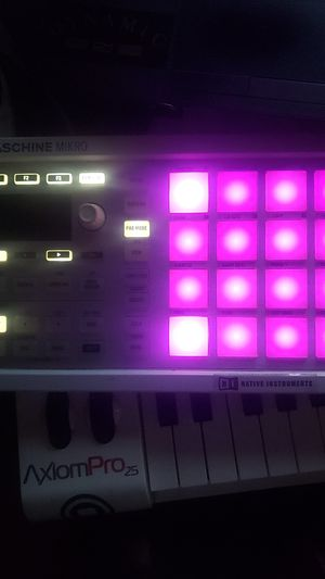 MASCHINE MIKRO MK 2$30 with WITH SOFTWARE JUST needs new screen $30 for Sale in Moreno Valley, CA