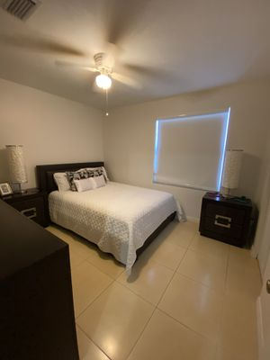 Queen Bedroom Set (Matress Included but Lamps are not included) for Sale in Miramar, FL