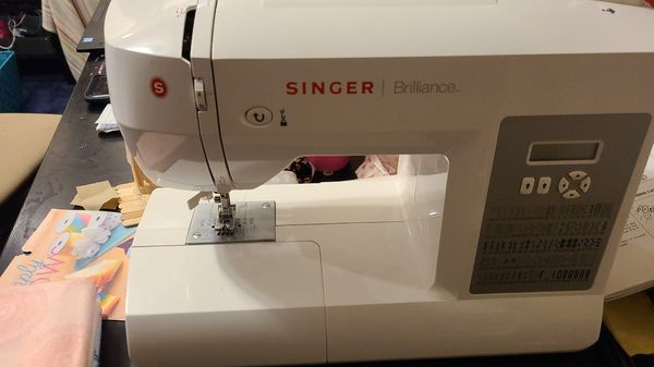 Singer Sewing Machine for Sale in Bonney Lake, WA - OfferUp