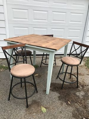 Kitchen table - high top for Sale in Interlochen, MI