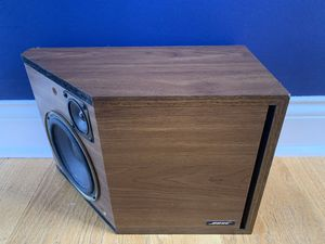 ONE Bose 2.2 Bookshelf Speaker for Home Theater and Surround Sound for Sale in Willowbrook, IL