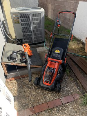Lawn Mower Black & Decker 16 in cordless and leave blower. for Sale in Long Beach, CA