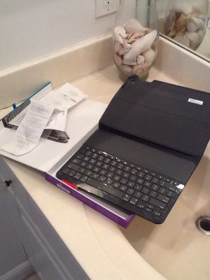 iPad Air 2 wireless keyboard in box with receipt and instructions paid 75$ for Sale in Delray Beach, FL