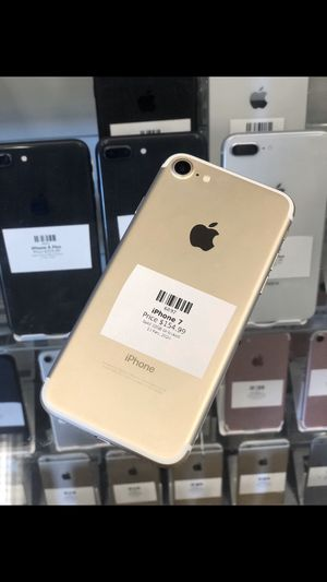 Gold IPhone 7 32GB (CARRIER UNLOCKED) for Sale in Rancho Cordova, CA
