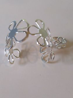 STERLING SILVER DAISY BRACELET AND RING for Sale in Hughestown,  PA