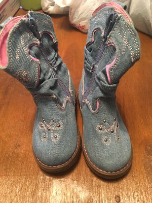 Toddler Girls Circo Brand Boots Size 5 - 060617HG7 for Sale in Northport, AL