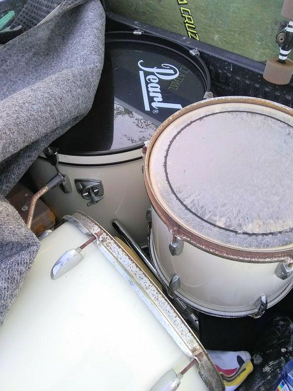 Vintage Pearl Forum series 4 piece drum set