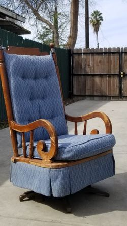 Vintage rocking Chair for Sale in Fresno,  CA