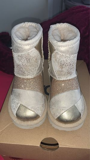 Toddler Gold Patch Ugg for Sale in Waldorf, MD