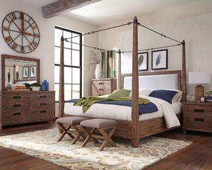 Wood Queen bed five piece set for Sale in Boynton Beach, FL
