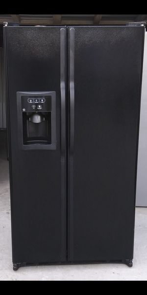 G.E Black Side By Side Refrigerator for Sale in Bakersfield, CA