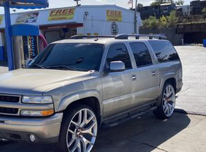 2003 Chevy Suburban z71. NO RUST! NO RUST! Super clean truck 28inch wheel custom music Viper alarm remote start. All leather clean everything wor for Sale in Chicago, IL
