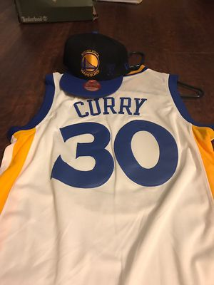 Brand new curry hat n jersey. Size small jersey snap back hat for Sale in Sacramento, CA