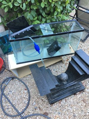 45 inch fish tank with accessories just need to clean it for Sale in Las Vegas, NV