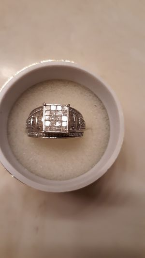 10K White Gold, 1 CTTW Diamond Ring for Sale in Suisun City, CA