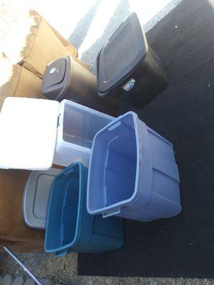 Plasticos 2 no. Tienen tapa. Todos × $10 solo personas interesadas for Sale in Stockton, CA