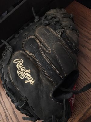 Rawlings 32 1/2 in softball catchers glove for Sale in Long Beach, CA