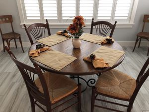Kitchen table, 4 chairs for Sale in Eustis, FL