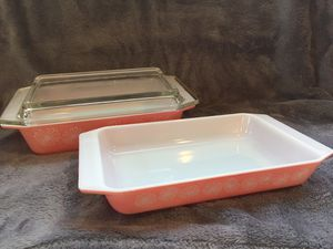 Pink daisy Pyrex casserole bakeware (2) with lid for Sale in Brunswick, OH