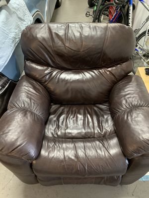Beautiful mocha brown leather recliner for Sale in West Palm Beach, FL