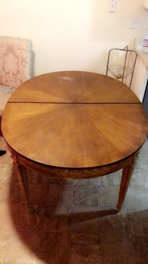 Table that turns into a12 seater for Sale in Spring Valley, CA