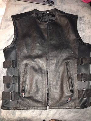 MENS MOTORCYCLE LEATHER VEST / CLUB CUT SIZE MEDIUM for Sale in Portland, OR