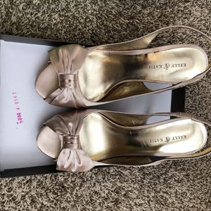 Champagne Heels With Bows for Sale in Austin, TX
