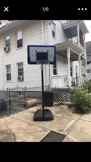 Basketball hoop for Sale in Ansonia, CT