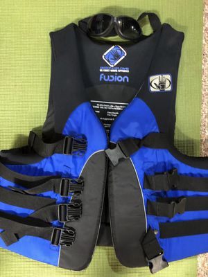 Fusion floatation aid XL with goggles for Sale in Buffalo, NY