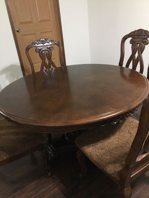 Dining table with four chairs for Sale in Peoria, IL