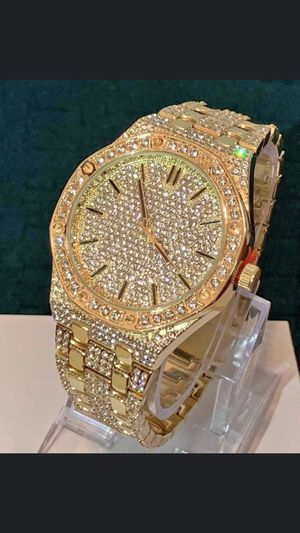 Men's lab diamonds watch with original box for Sale in Brooklyn, NY