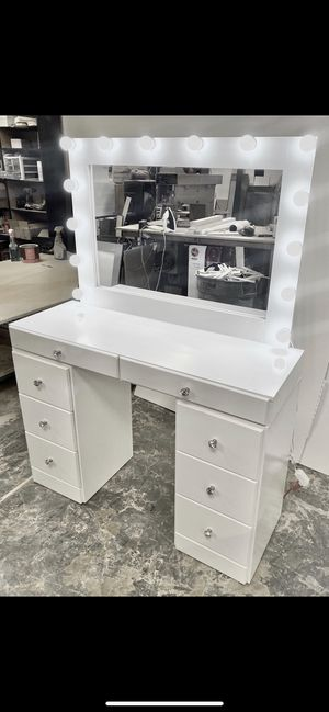 8 Drawer Makeup Vanity for Sale in Los Angeles, CA