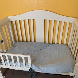 Baby Furniture: Crib/toddler Bed, Changing Table, & Dresser (White) for Sale in North Las Vegas, NV