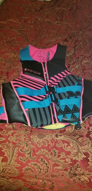 Adult life jacket size large to xl for Sale in Louisville, MS