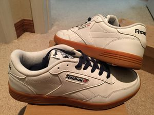 """"""" MINT CONDITION- """" REEBOK CMFT """" ( BEAUTIFUL ALL WHITE LEATHER / w GUM COLOR SOLES & NAVY BLUE ACCENTS !! * MENS 10.5 * !!!!!! for Sale in Poinciana, FL"""