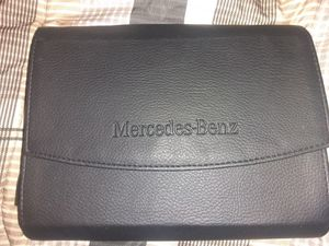 OEM 2017 MERCEDES BENZ C-CLASS OWNERS MANUAL BOOKS W/ LEATHER CASE for Sale in Elk Grove, CA