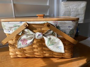 Longaberger Picnic Basket with inside plastic liner for Sale in Palm Beach Gardens, FL