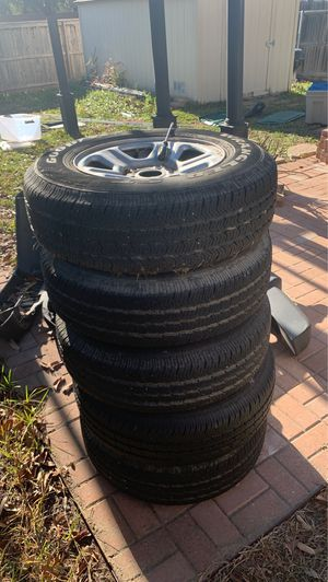 "16x7 Oem Jeep wheel and 29"" Goodyear All Season for Sale in San Antonio, TX"