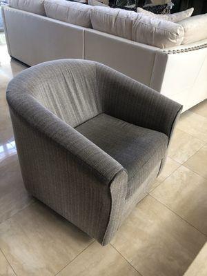 Grey chair for Sale in Miami, FL